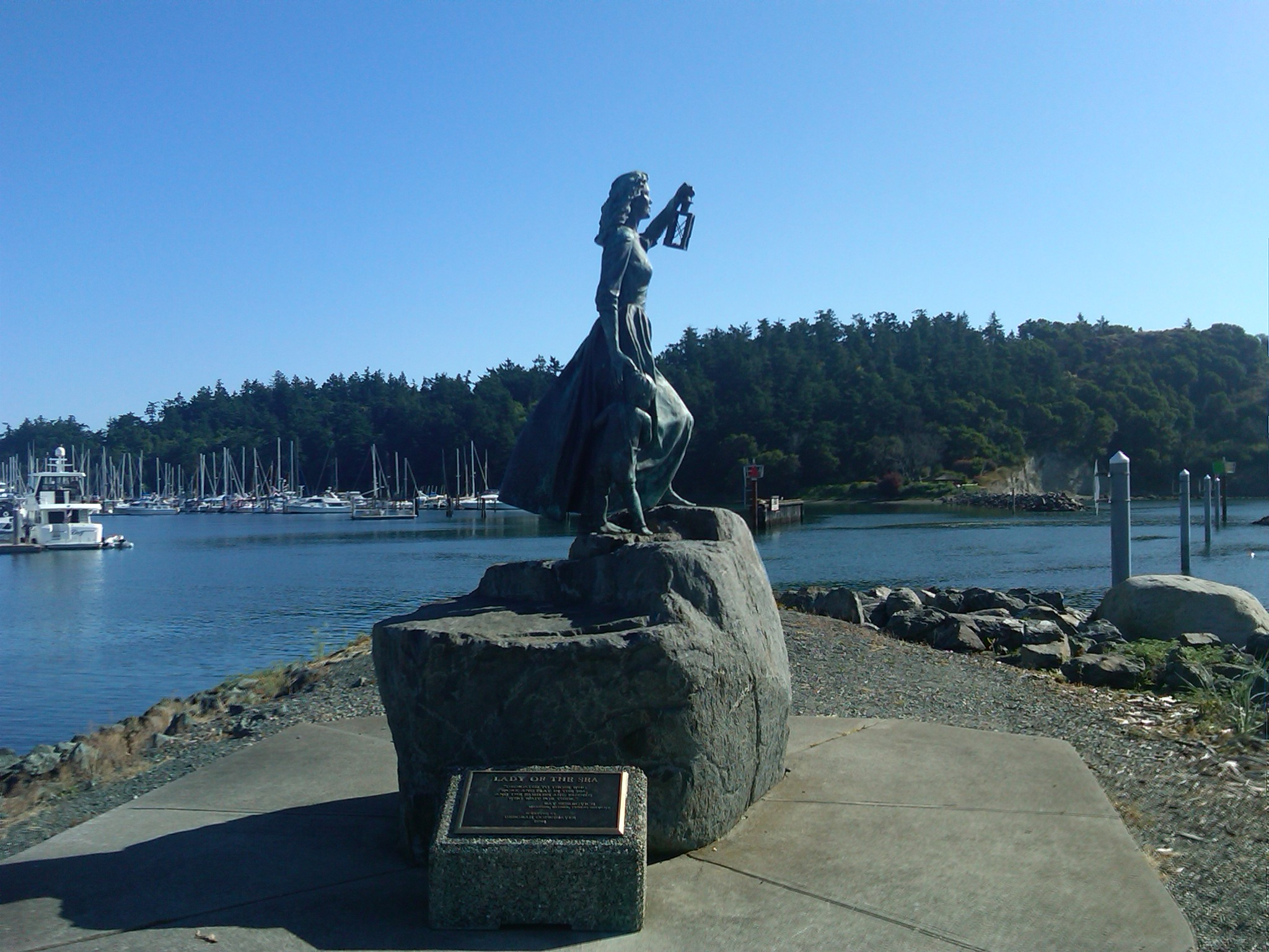 Photo of The Lady of the Sea statue located at Seafarers Memorial Park